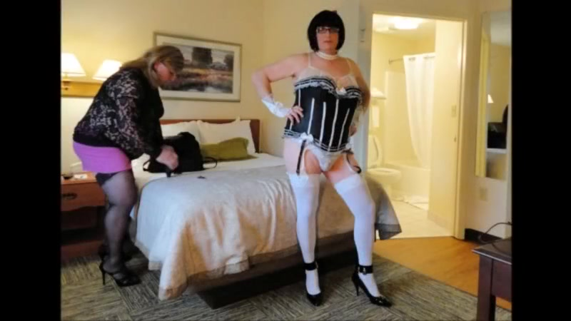 Crossdressers Amber And Kitt First-ever Internet Web Cam Flash