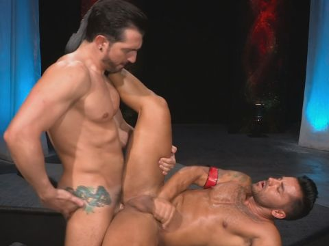 Tatted Guy Pounding Cock-squeezing Arse